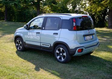 Fiat Panda Hybrid City Cross: consumi ridotti grazie alla <b>conversione</b> a metano